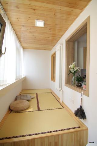 日式风格二居阳台榻榻米设计