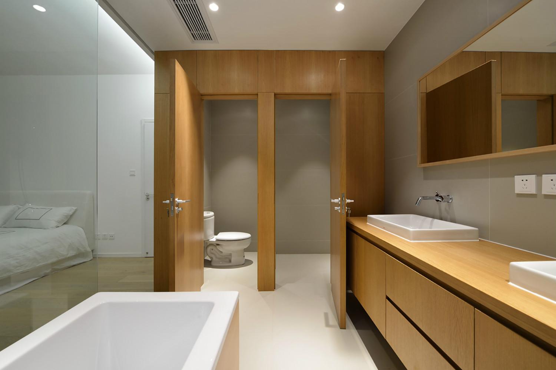 极简复式装修卫生间效果图