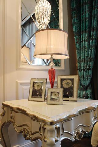 欧式三居装修台灯图片