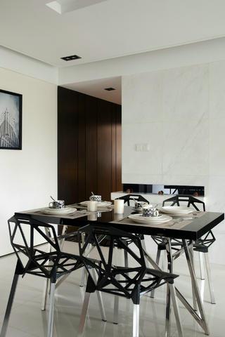 现代简约风三居室装修餐桌椅图片