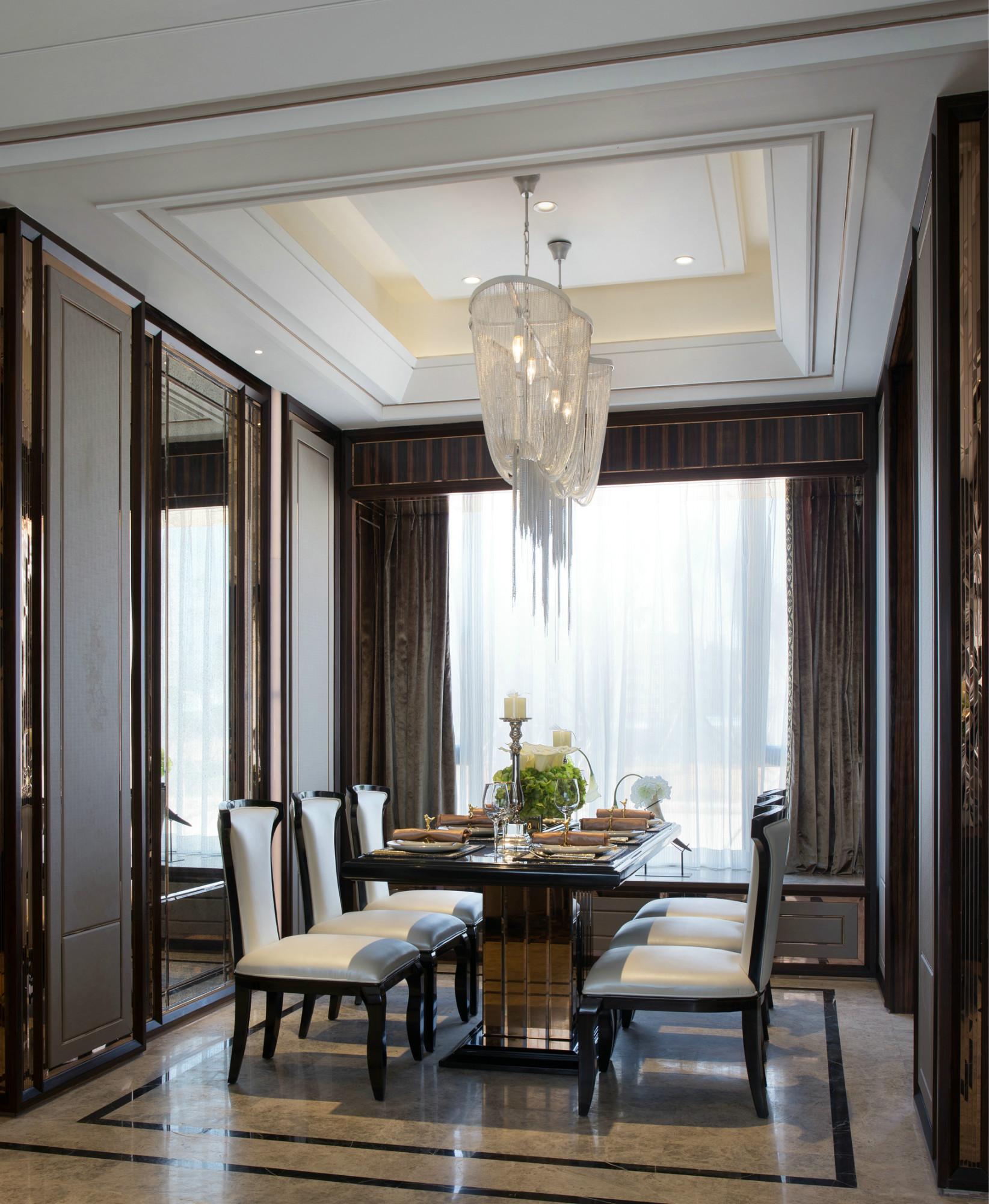110平三居装修餐厅吊顶设计