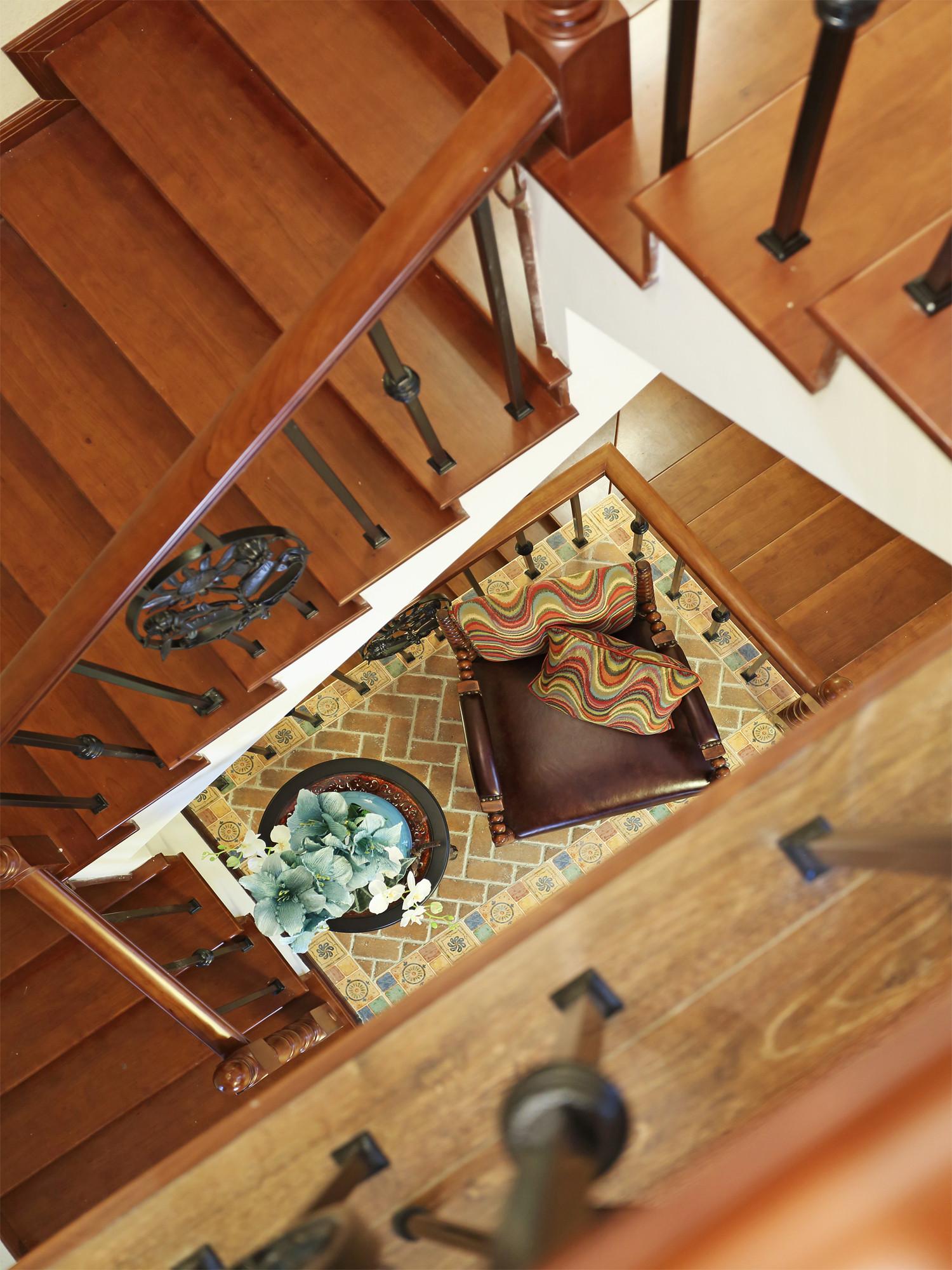 混搭风别墅装修楼梯图片