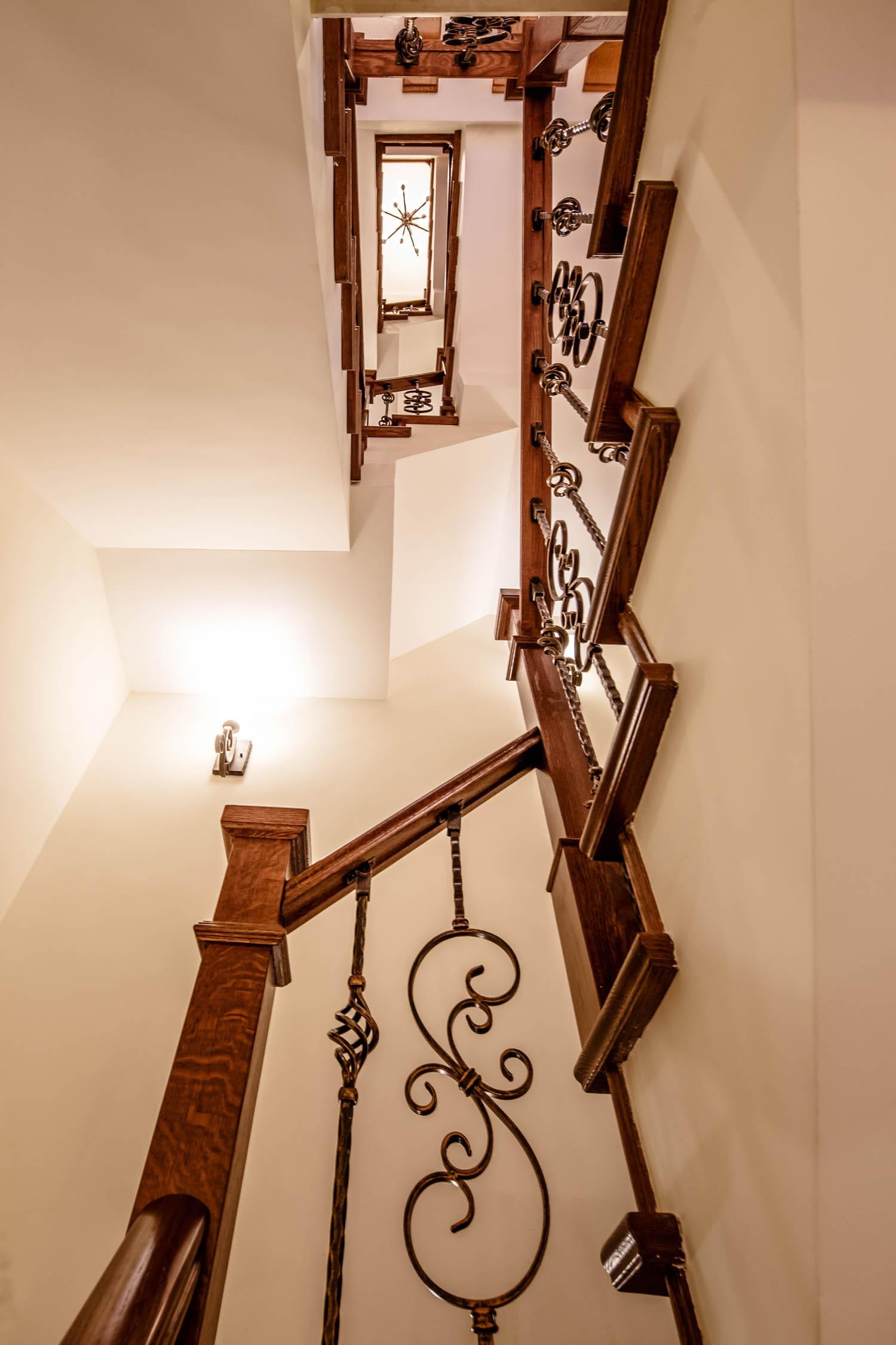 地中海风格别墅装修楼梯设计