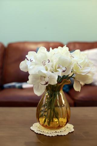 轻美式二居之家茶几花瓶装饰