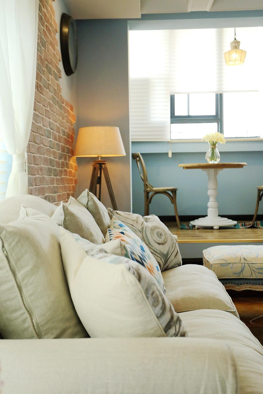 85平美式小跃层装修沙发抱枕图片