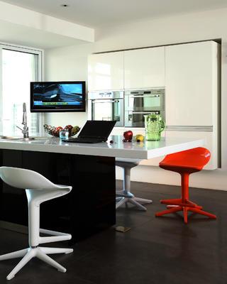 大户型现代简约装修餐桌椅图片