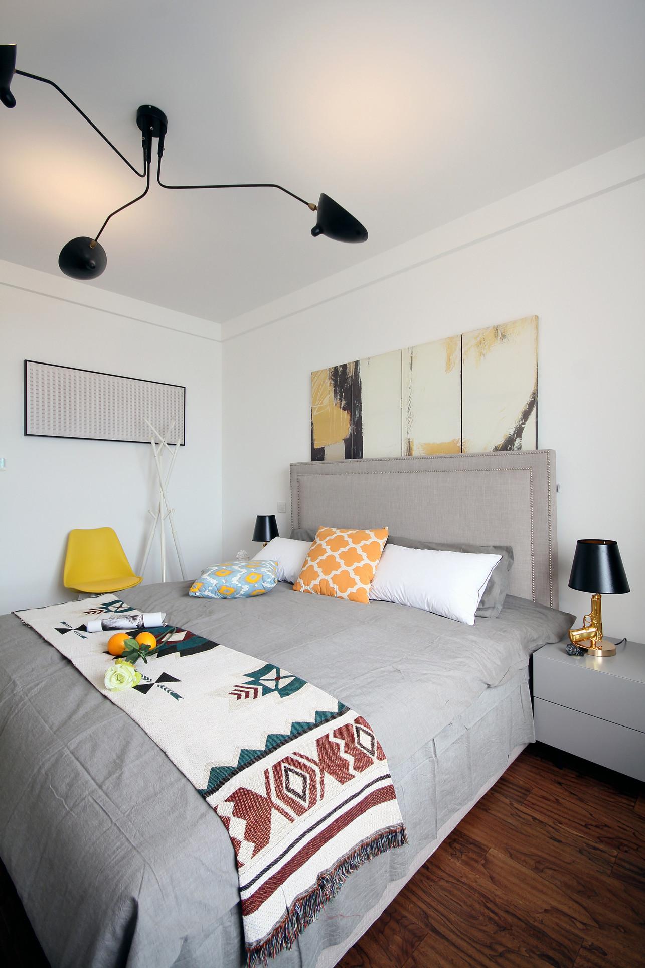 简约三居装修卧室设计图