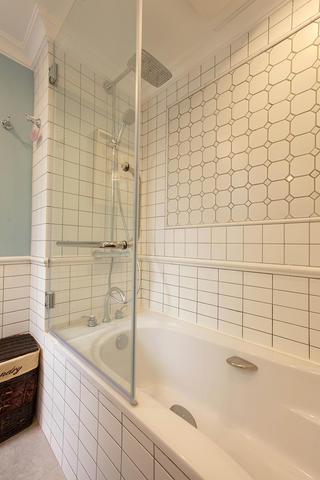 轻美复式装修浴缸图片