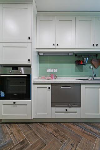 105平現代英倫風格家櫥柜圖片