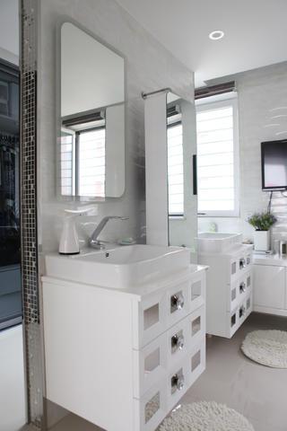 120平简约三居装修浴室柜图片