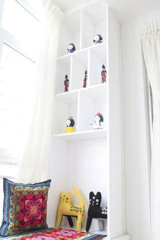 120平简约三居装修阳台置物柜图片