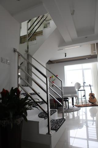 120平简约三居装修楼梯图片