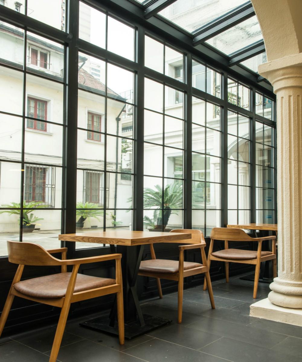 北欧风餐厅设计靠窗阳光房
