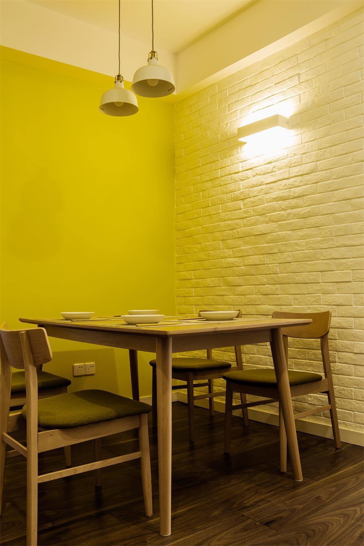 80平简约风格装修餐桌椅图片