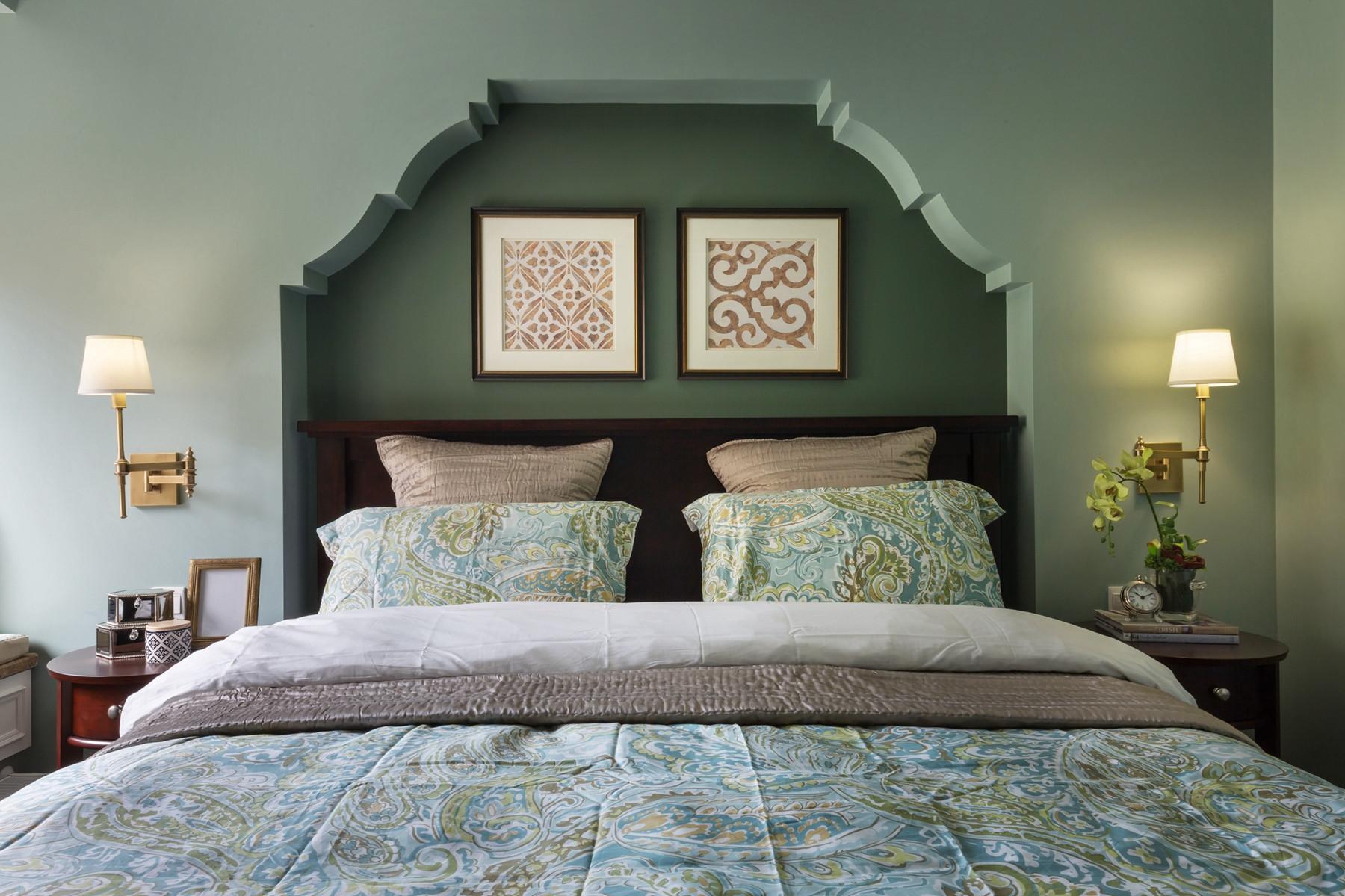 美式风格三居之家床头背景墙设计