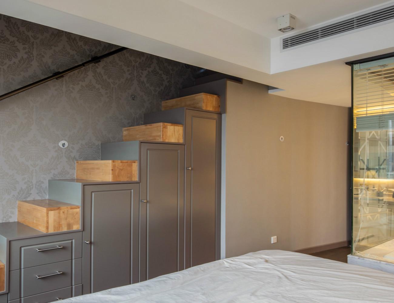 复式现代风格装修楼梯柜设计