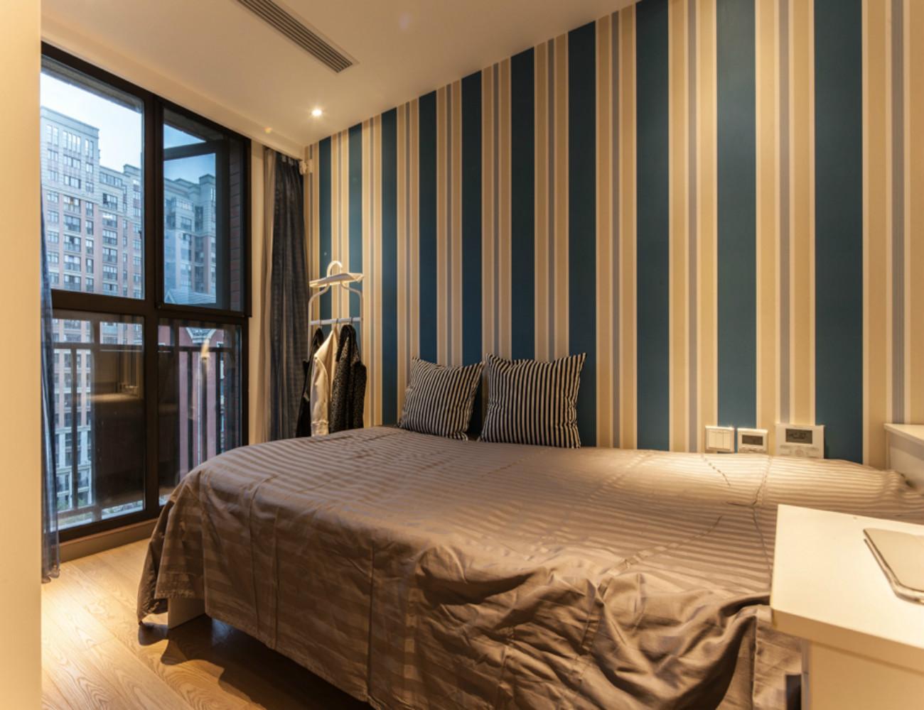 复式现代风格装修卧室背景墙图片