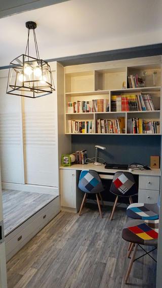 混搭风格二居装修书房布置图