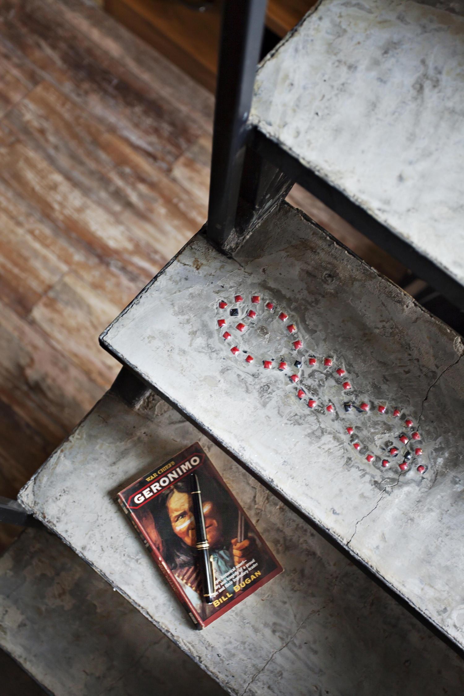 Loft小复式装修楼梯图案特写