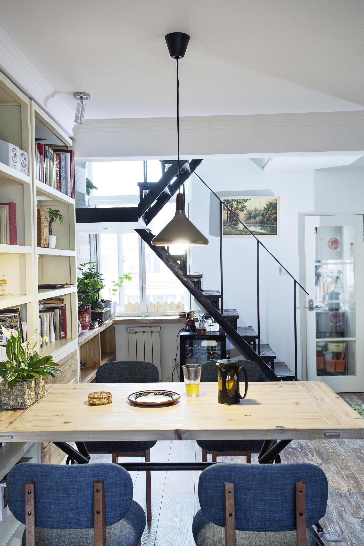 Loft小复式装修餐桌图片