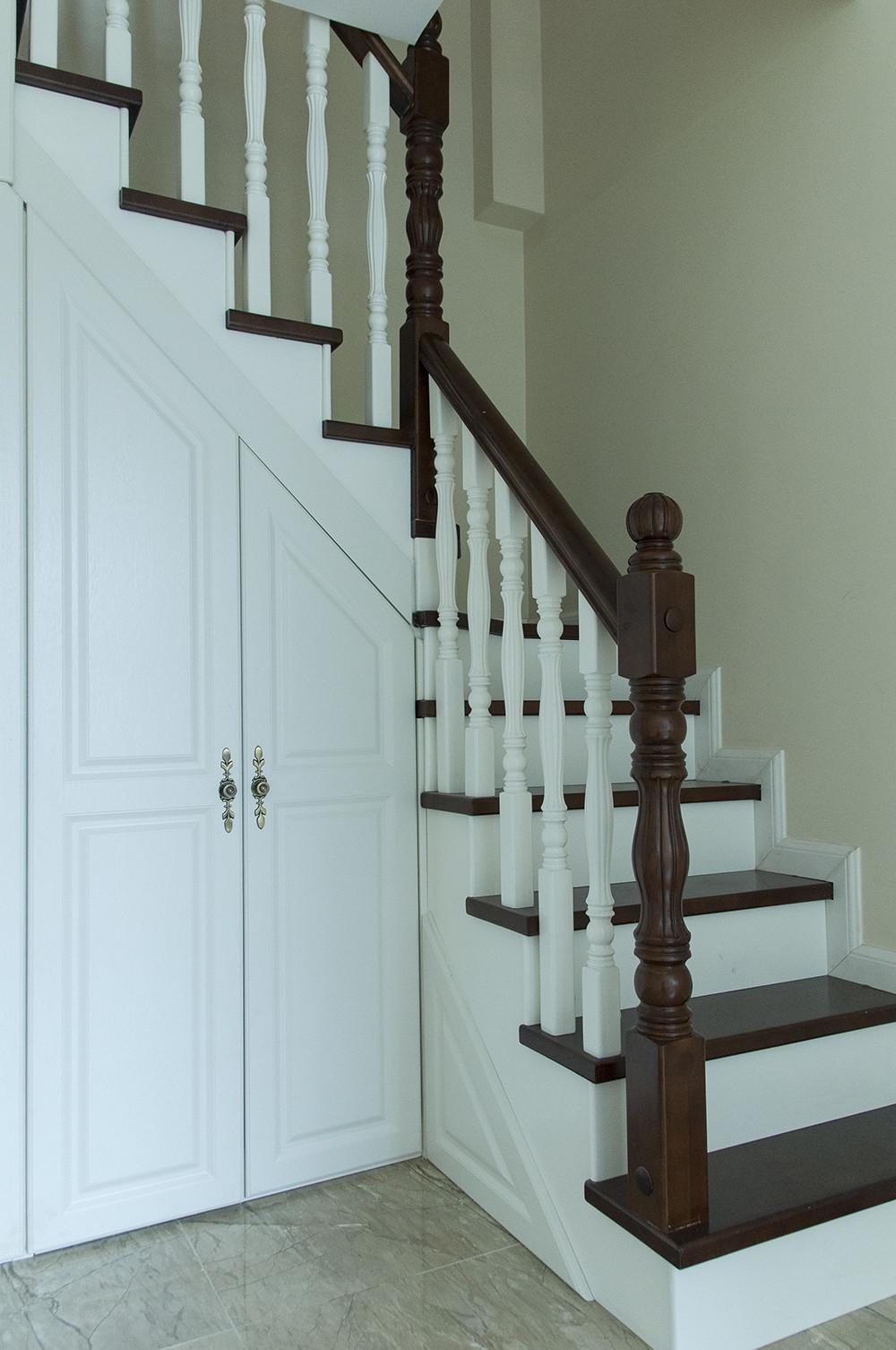 150平清新小美式装修楼梯图片