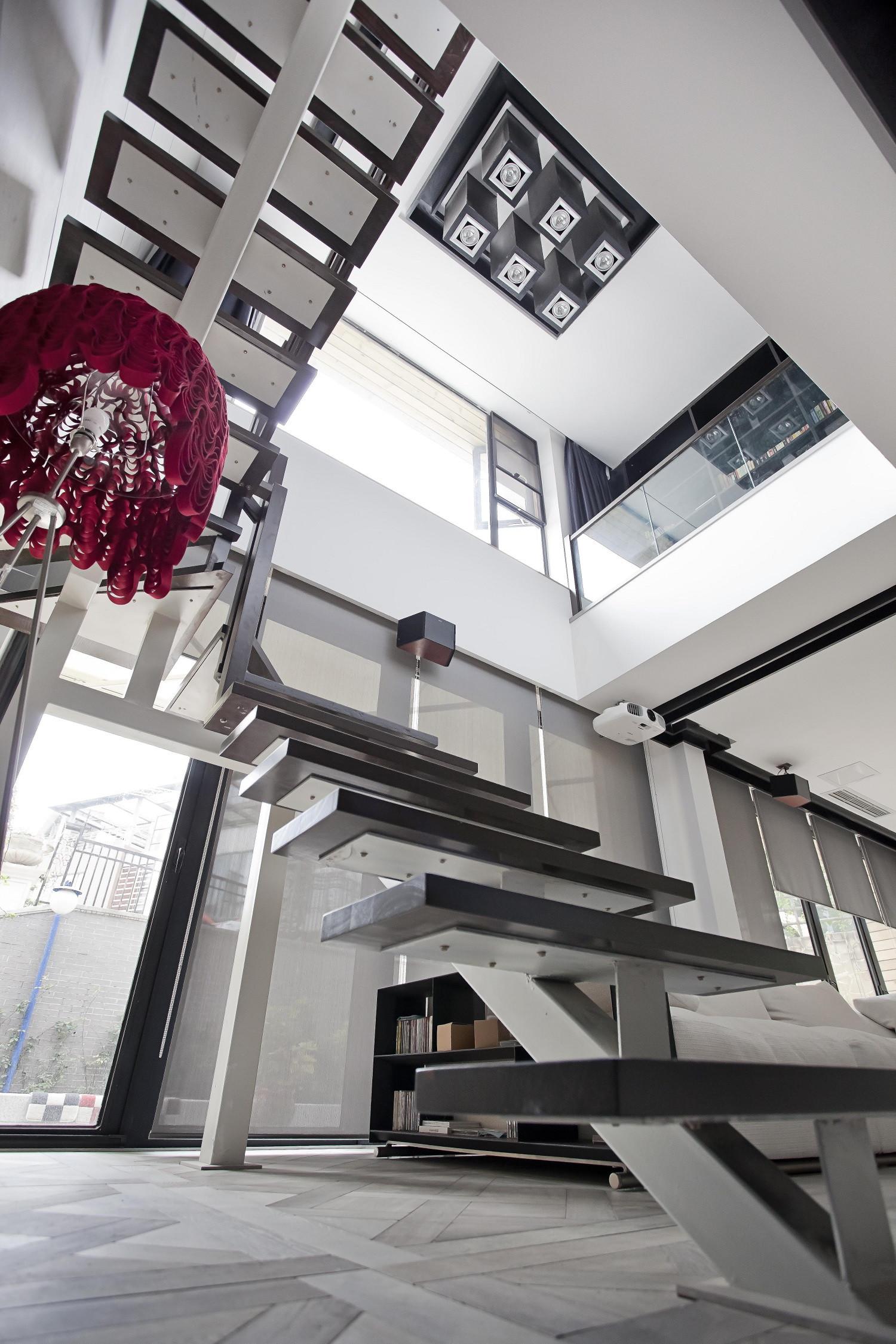 大户型简约装修楼梯吊顶