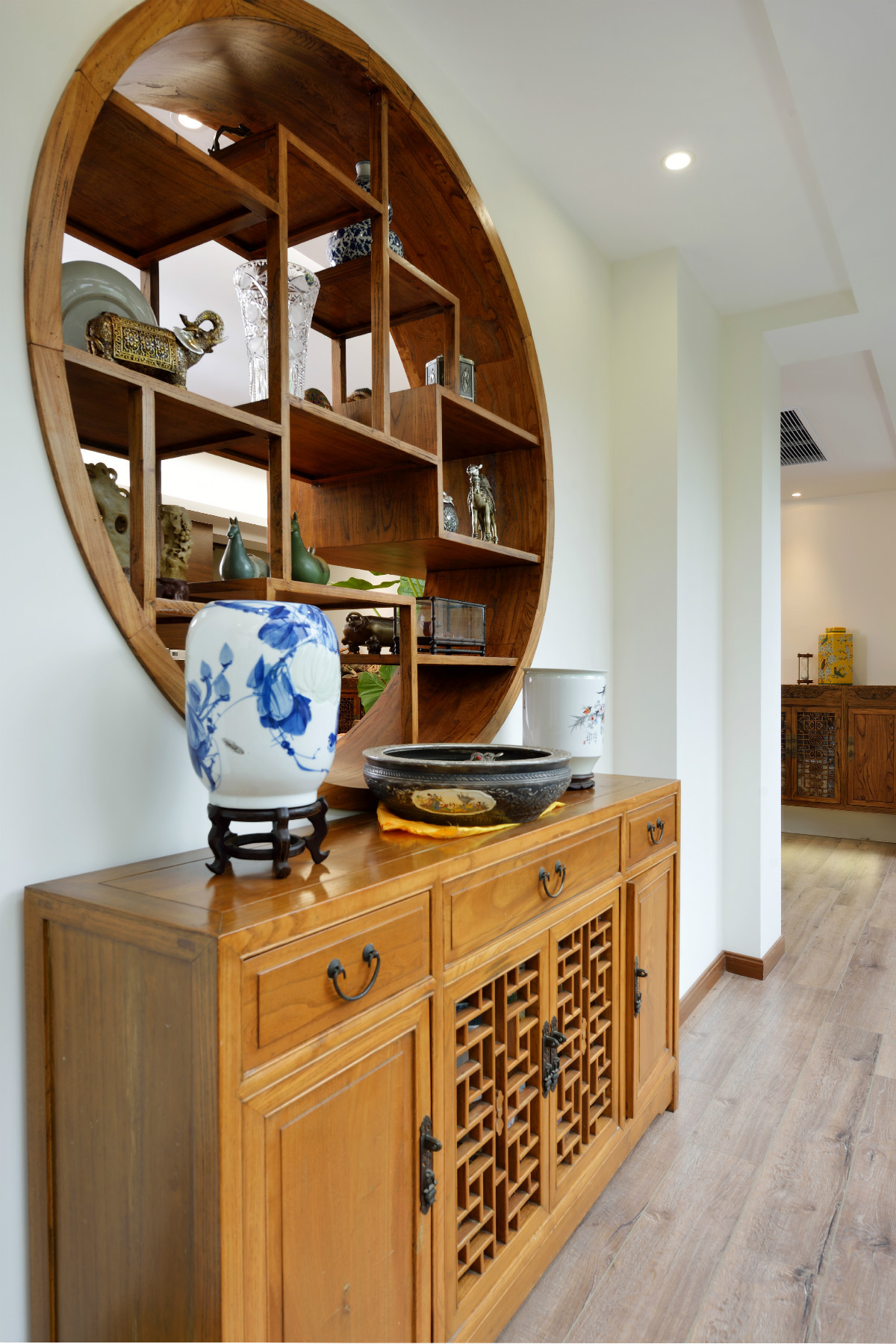 130平中式风格装修阳台装饰柜图片