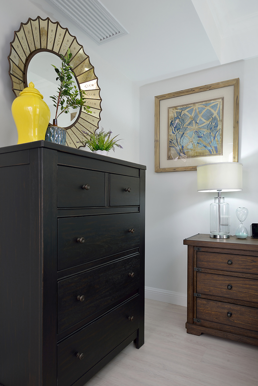 复式美式风格装修卧室边柜图片