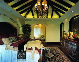 托斯卡纳风格别墅装修卧室吊顶