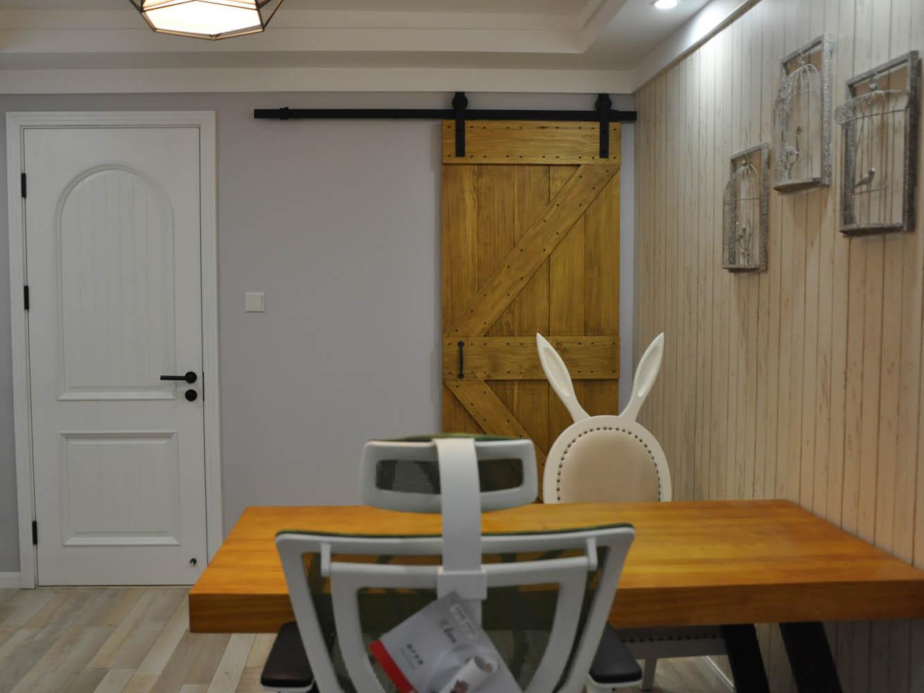 简约美式二居装修谷仓门设计