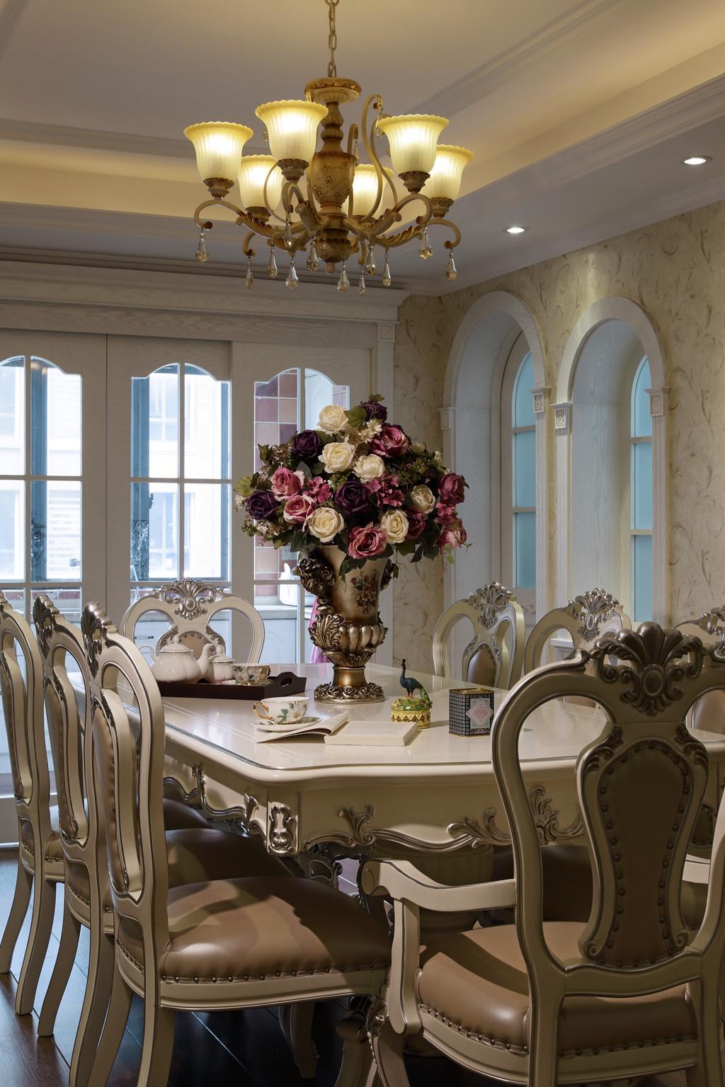 170平欧式装修餐桌摆件