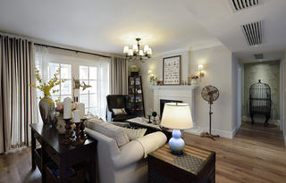 160平美式风格家客厅吊顶