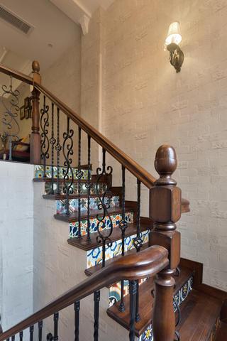 美式复式装修楼梯设计