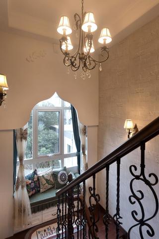 美式复式装修楼梯一角