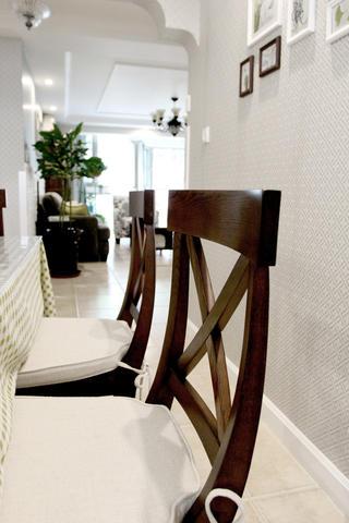 美式风格三居设计餐椅特写