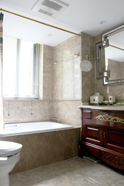 美式风格三居设计卫生间装潢图