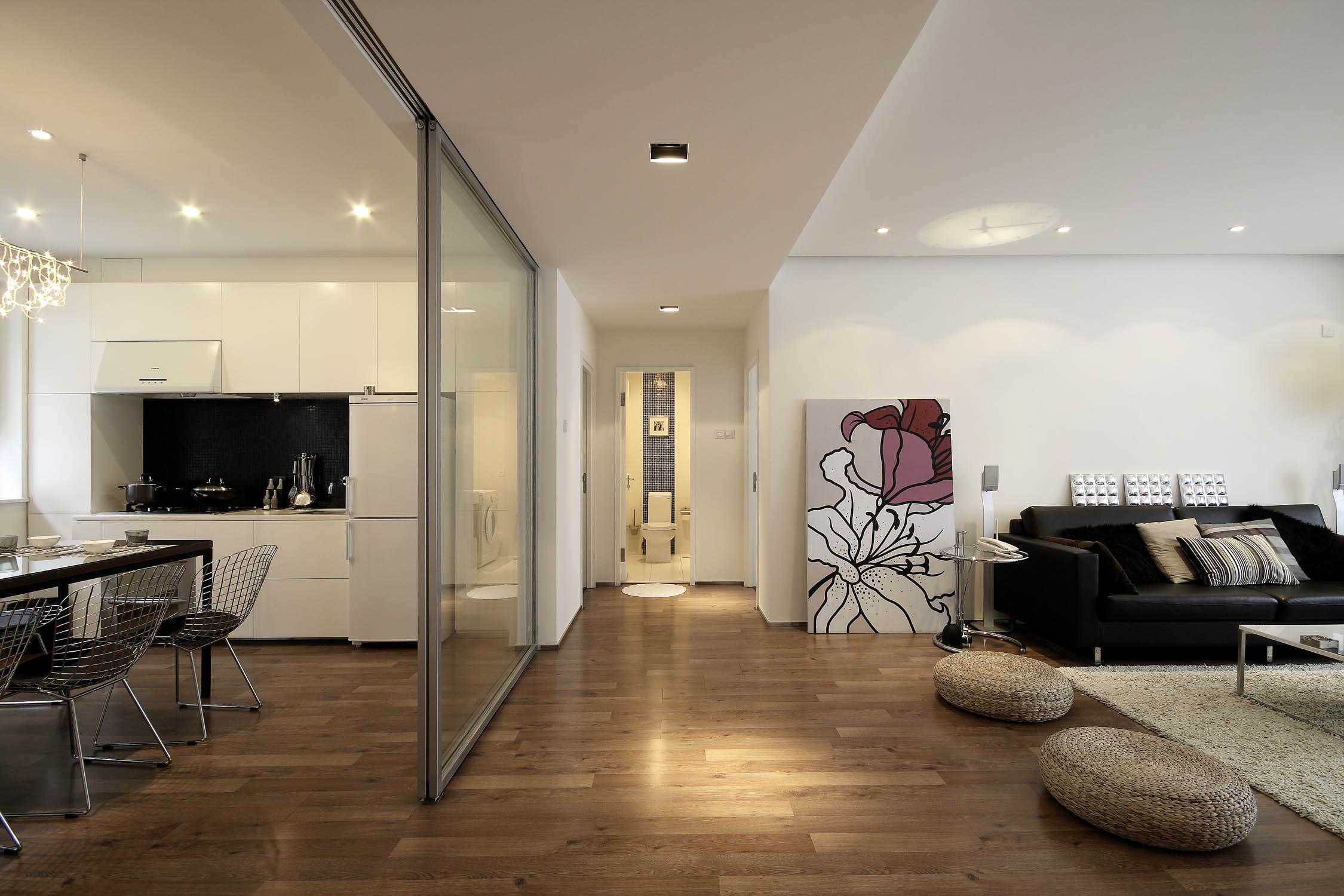 现代简约三居装修客厅过道