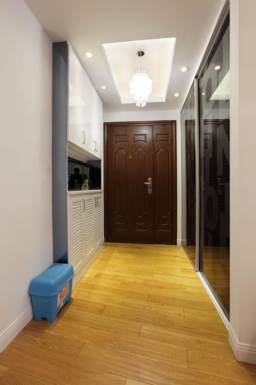简约风格三居装修玄关设计