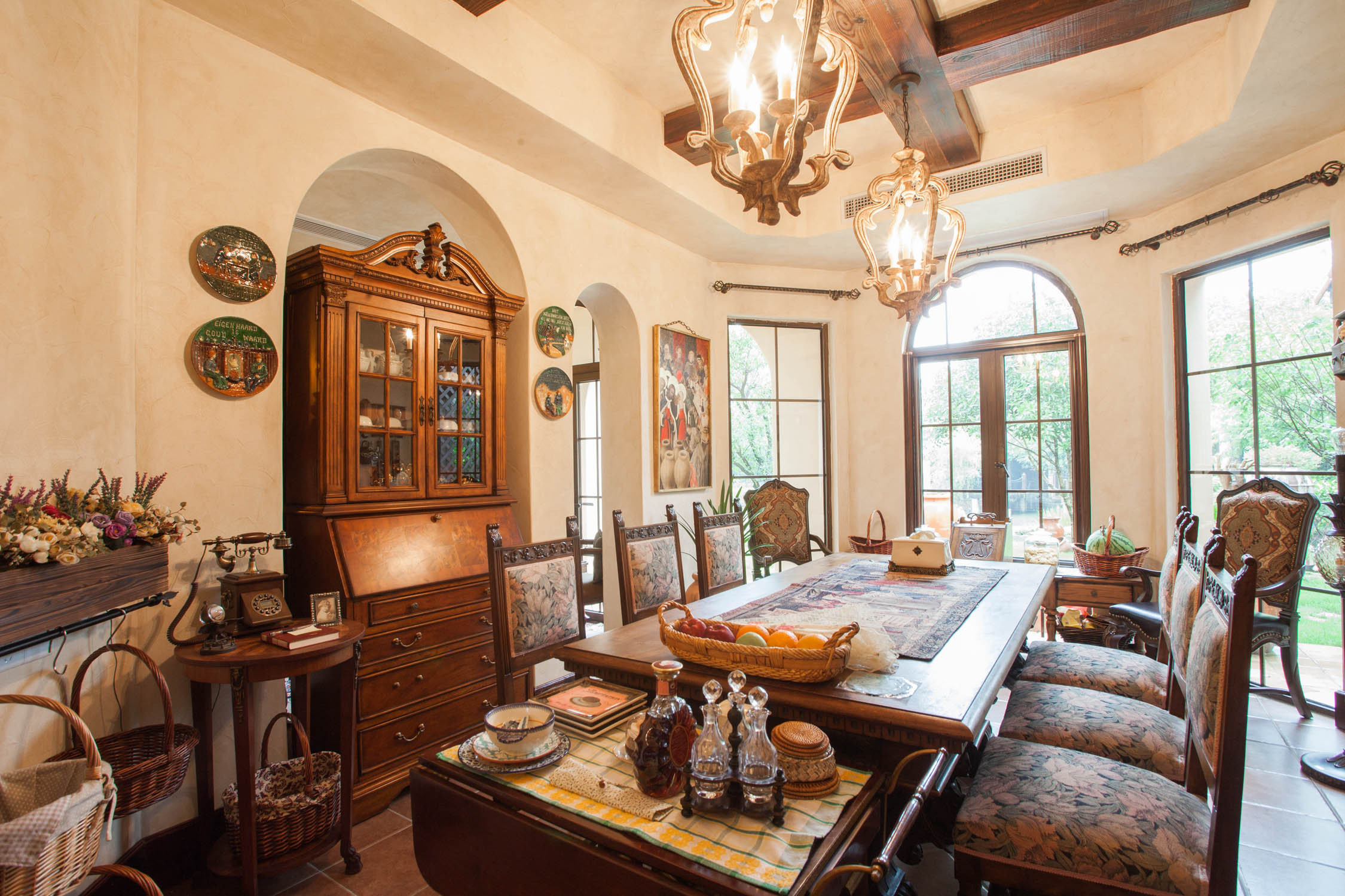 美式乡村别墅装修餐厅设计图
