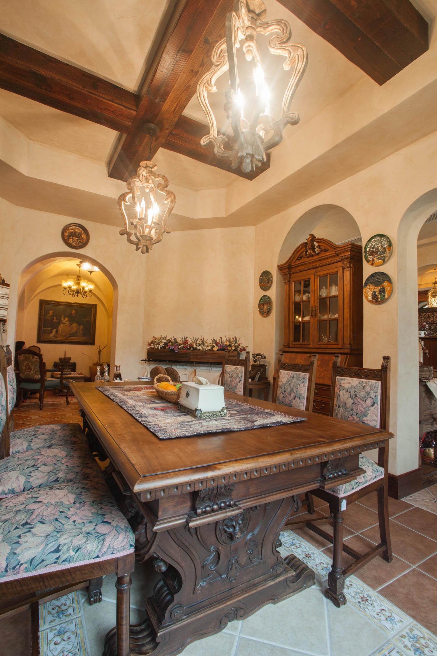 美式乡村别墅装修餐桌图片