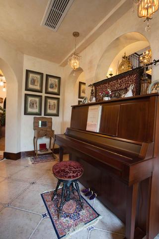 美式乡村别墅装修钢琴区