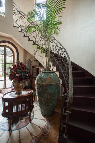 美式乡村别墅装修楼梯设计