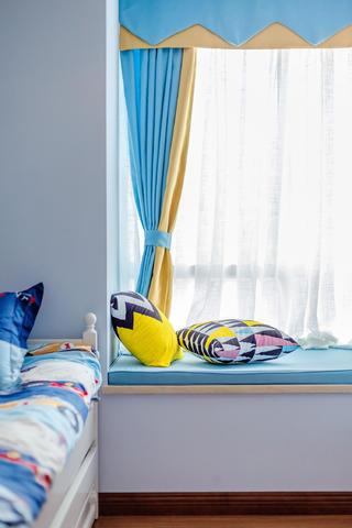 美式二居装修儿童房飘窗