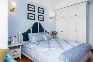美式二居装修卧室布置图