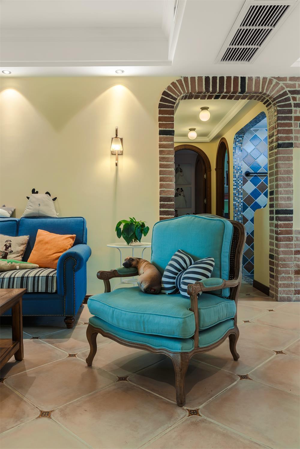 130平美式风格三居装修沙发椅图片