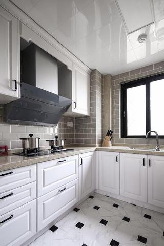 105平美式风格三居装修厨房设计图