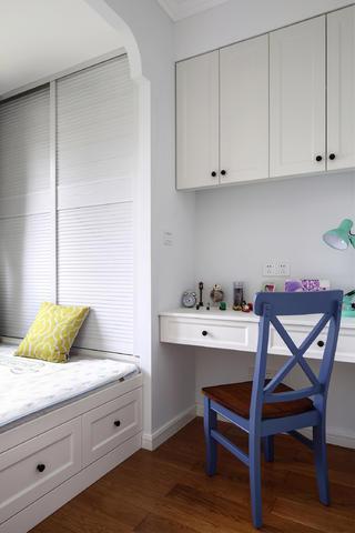 105平美式风格三居装修卧室榻榻米设计