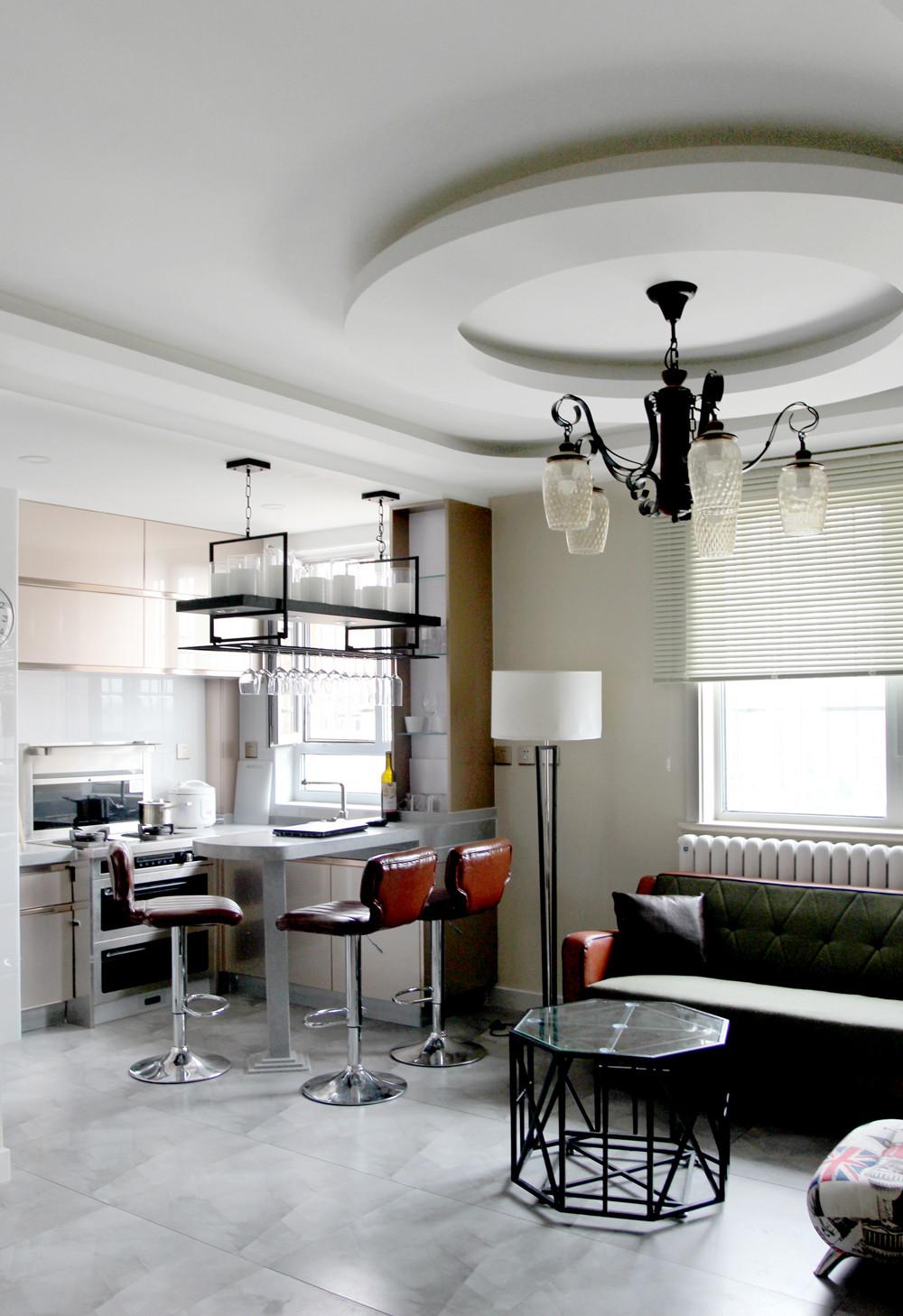 混搭二居装修客厅造型吊顶