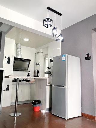 北欧小户型装修吧台厨房设计
