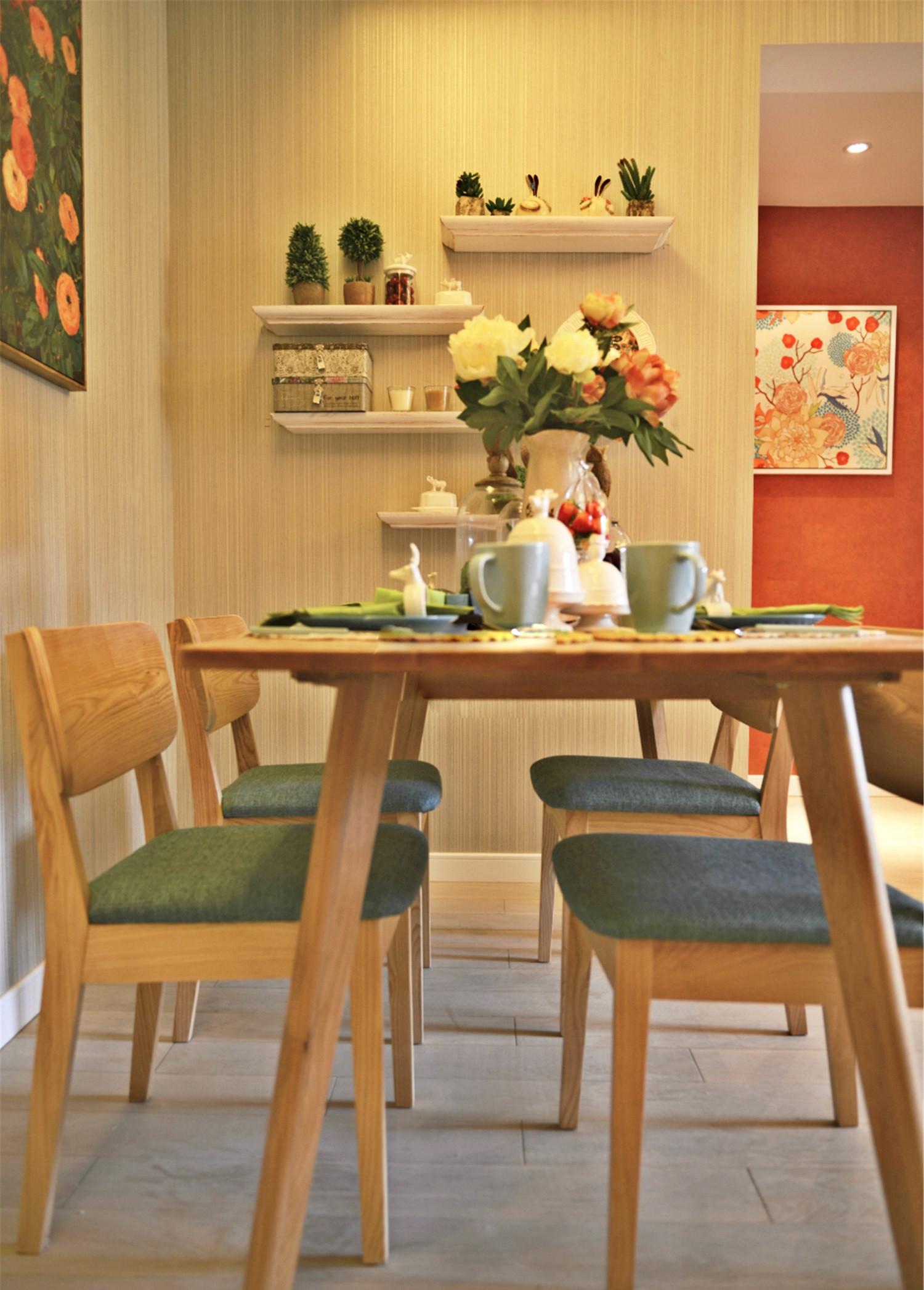 60平小户型设计餐桌椅图片